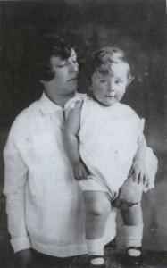 חיה הלנה לאו עם בנה הבכור נפתלי 1928 זכרונם לברכה